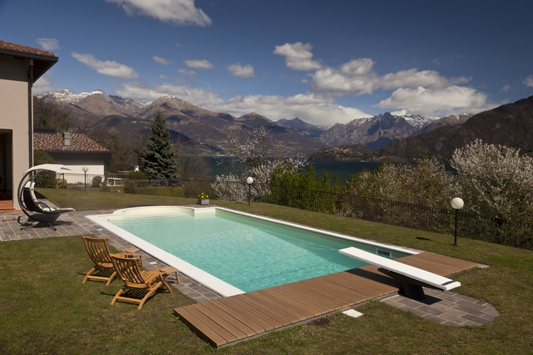 Panoramica villa con piscina immobiliare menaggio for Lungolago affitto lago cabina grande orso