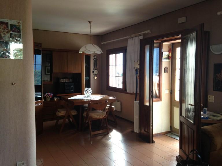 kleines haus mit gro er terrasse und seeblick comer see ferienhaus immobilien mieten. Black Bedroom Furniture Sets. Home Design Ideas