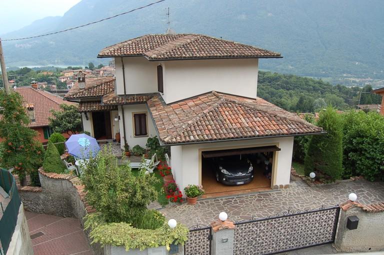 Soleggiata casa indipendente con giardino immobiliare menaggio affitto vendite case e ville - Case in affitto con giardino ...