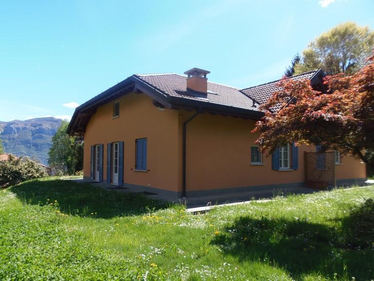 Riservata villa con due unita abitative immobiliare for Garage con planimetrie abitative