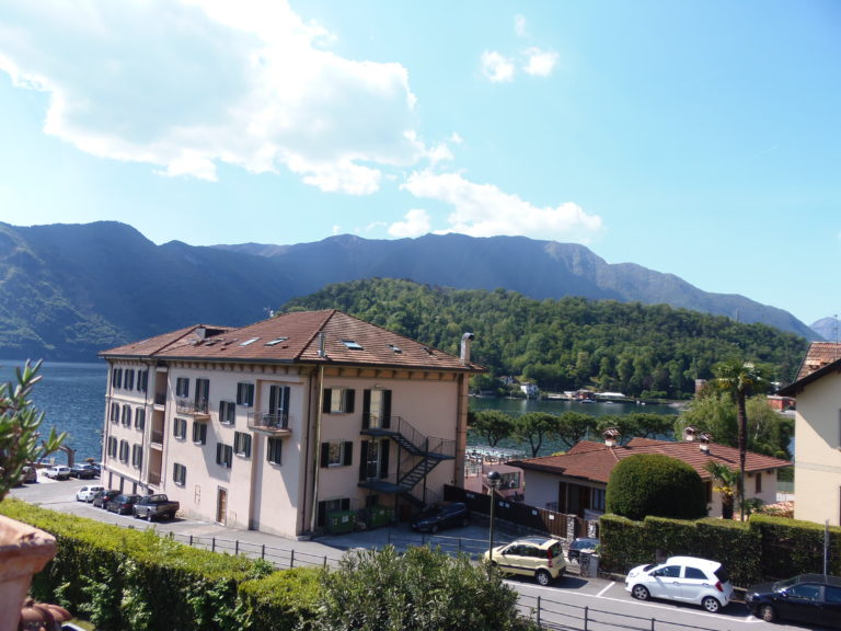 nice apartment in a complex in front of the lake menaggio real