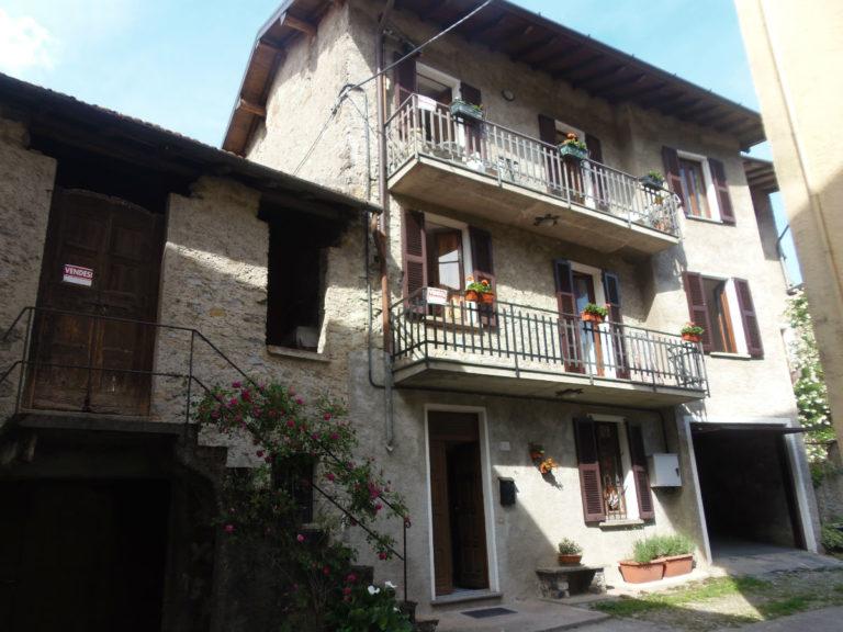 Casa di borgo con garage immobiliare menaggio affitto for Garage di casa