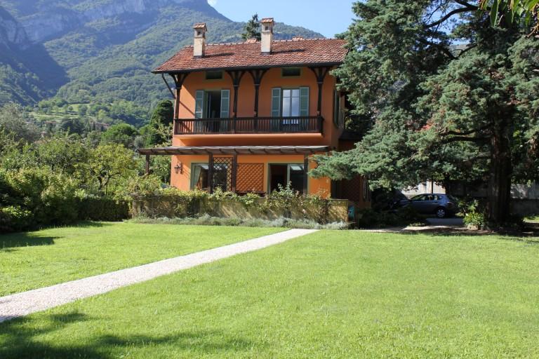 villa mit park und schwimmbad comer see ferienhaus immobilien mieten verkaufsh user und. Black Bedroom Furniture Sets. Home Design Ideas