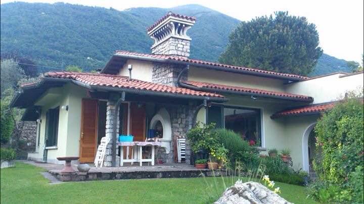 Porzione di villetta con giardino a pochi passi dal lago e for Villette immagini