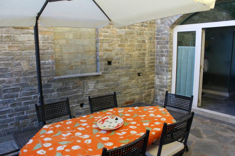 sch nes haus mit gro er terrasse comer see ferienhaus immobilien mieten verkaufsh user und. Black Bedroom Furniture Sets. Home Design Ideas